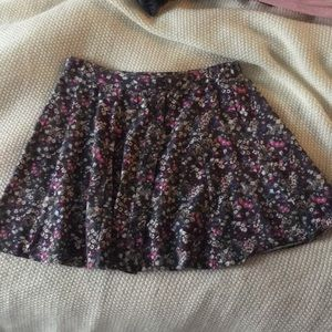 Great condition floral skirt!!